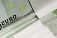 Forex, euro amplia rialzo dopo primi exit poll Italia REUTERS/Thierry Roge