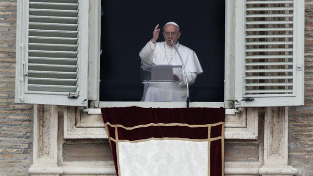Pope Francis Delivers Message of Mercy to Crowd of 300,000