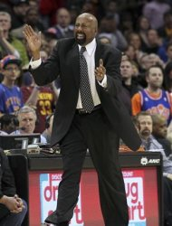 New York Knicks head coach Mike Woodson yells out encouragement to his team during the fourth quarter of their NBA basketball game against the Cleveland Cavaliers in Cleveland, March 4, 2013. REUTERS/Aaron Josefczyk