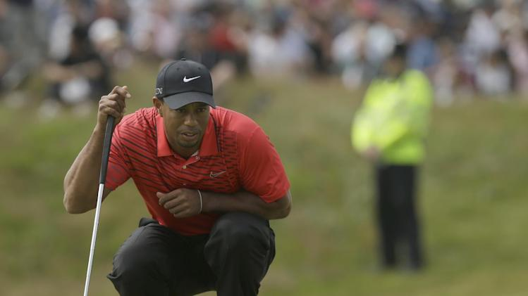 Tiger Woods of the United States lines up a putt on the sixth green at Royal Lytham & St Annes golf club during the final round of the British Open Golf Championship, Lytham St Annes, England Sunday, July  22, 2012. (AP Photo/Jon Super)