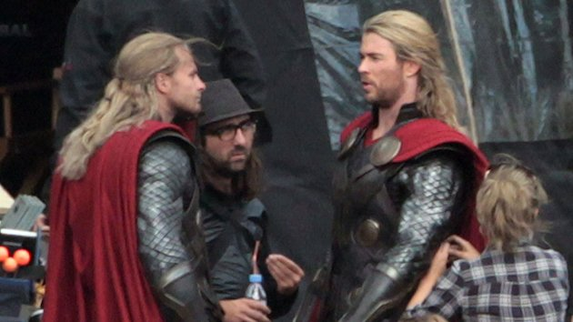 Bobby Holland Hanton and Chris Hemsworth on the set (Photo: FameFlyNet)