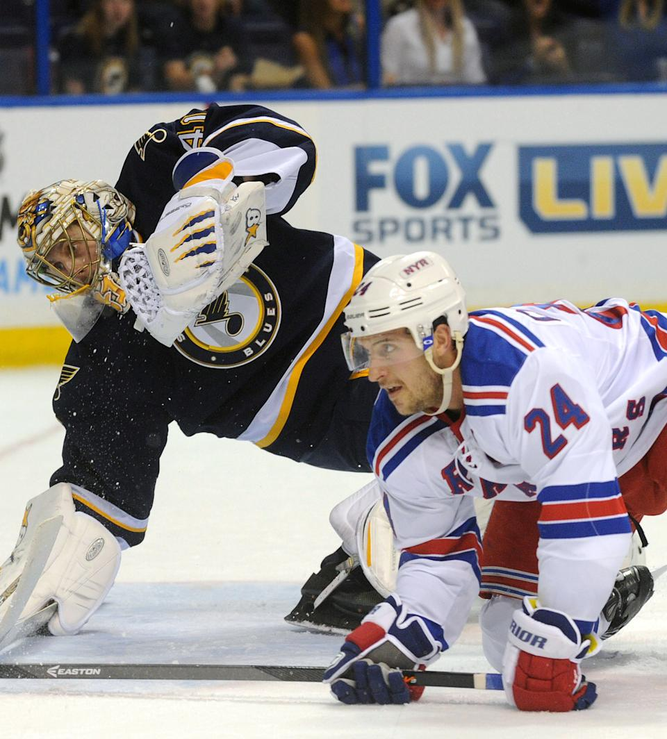 Backes' 2 goals lead Blues over slumping Rangers