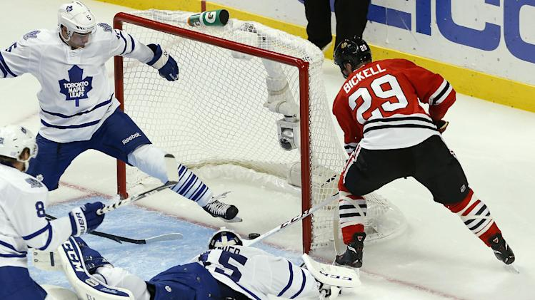 Bickell keys Blackhawks' 3-1 win over Maple Leafs