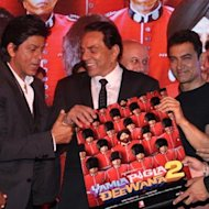 Shah Rukh Khan And Aamir Khan Bond At 'Yamla Pagla Deewana 2' Music Launch