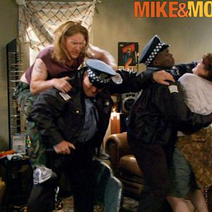 Mike & Molly - Stay In The Vehicle