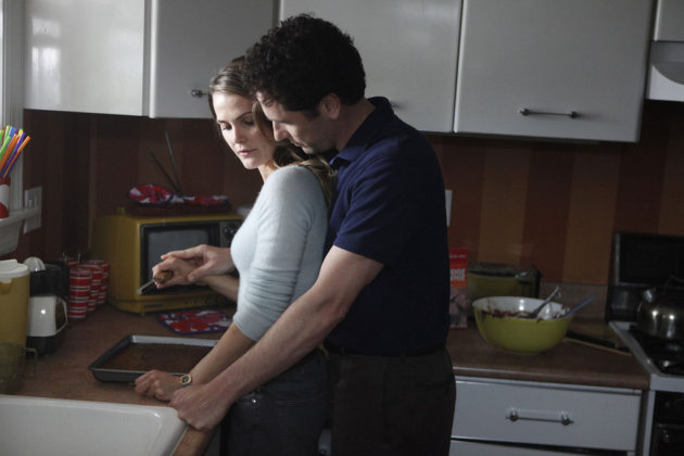 """Pilot"" -- Keri Russell as Elizabeth Jennings, Matthew Rhys as Phillip Jennings"