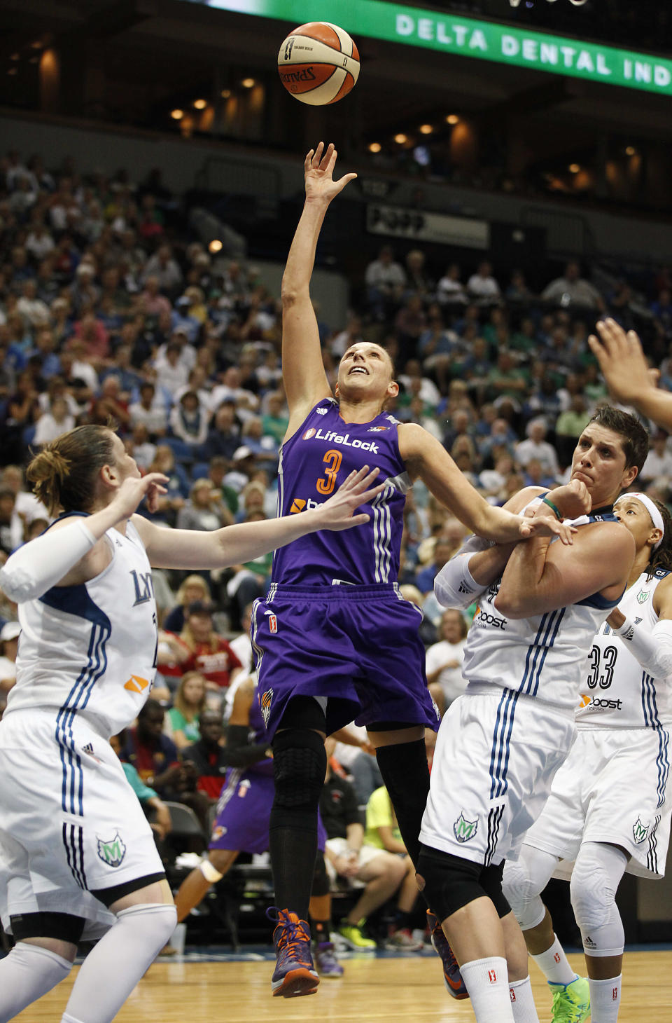 Taurasi's kiss garners huge Internet attention