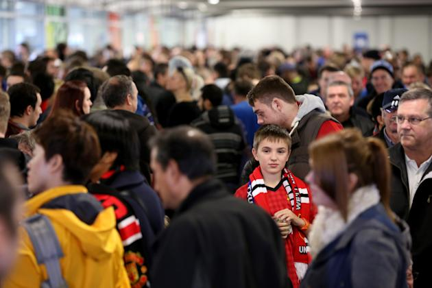 Fans Queue For Alex Ferguson Book Signing