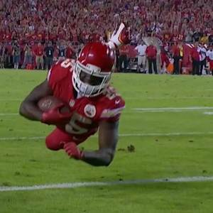 Kansas City Chiefs running back Jamaal Charles 8-yard touchdown reception