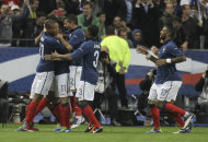 France's squad celebrate the equalizer after they scored a penalty during a Euro 2012 Group D qualifying soccer match France against Bosnia-Herzegovina, at Stade de France stadium in Saint Denis, near Paris, Friday, Oct. 11, 2011. (AP Photo/Michel Euler)