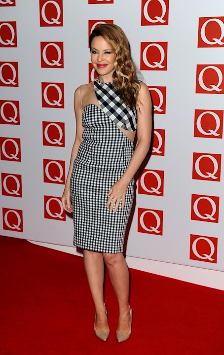 Kylie Minogue pose sur le tapis rouge des Q Awards  Londres.