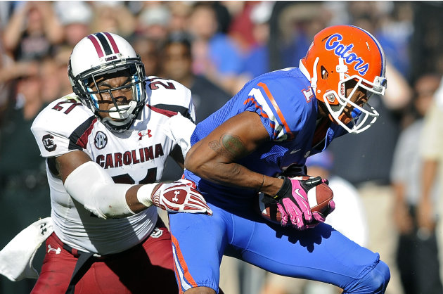 Florida's Quinton Dunbar, right, breaks away from South Carolina linebacker DeVonte Holloman (21) on a 13-yard touchdown pass play during the first half of an NCAA college football game, Saturday,