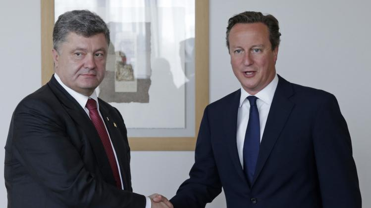 Ukrainian President Poroshenko meets with Britain's PM Cameron ahead of an European Union summit in Brussels