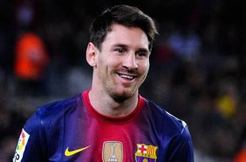 Messi in no rush to sign new Barcelona deal