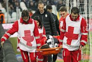 Juventus&#39; Claudio Marchisio is carried off the playing field by medical staff after being injured during their Italian Serie A match against Sampdoria, at the Juventus Stadium in Turin, on January 6, 2013