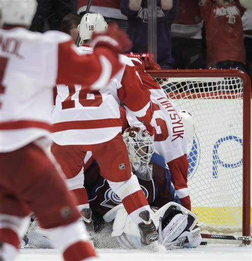 Datsyuk's goal lifts Red Wings to OT win over Avs