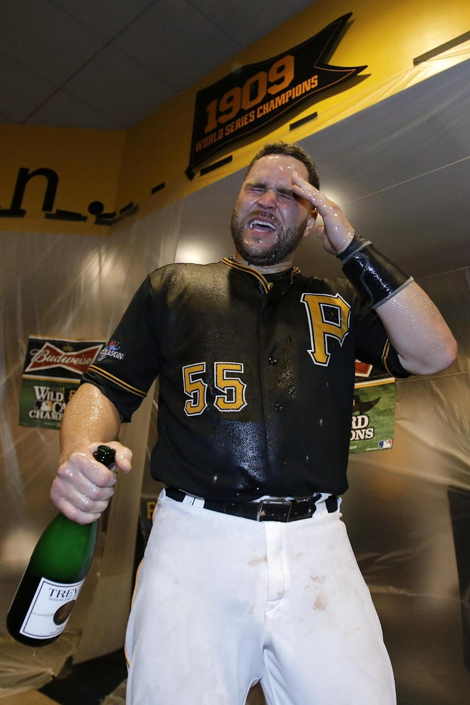 Pirates beat Reds 6-2 in NL wild-card game
