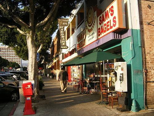 Neighborhood guides: A Guide to Los Angeles's Tiniest Neighborhood: Larchmont