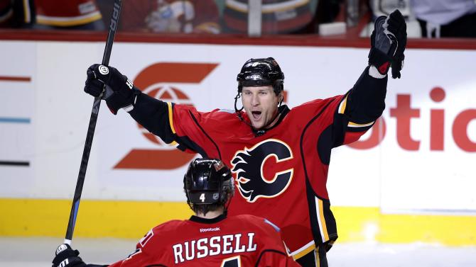 Monahan's OT goal carries Flames over Avalanche