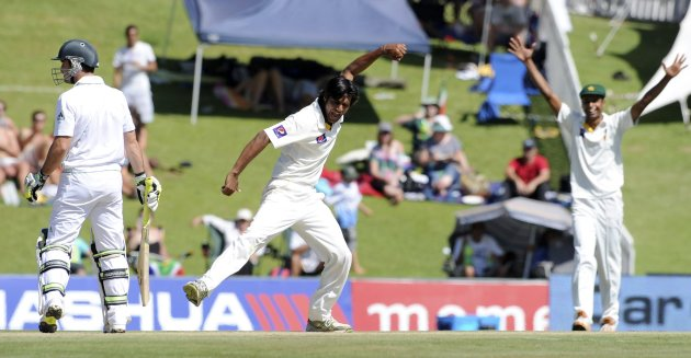 Pakistan's Rahat Ali celebrates taking the wicket of South Africa's Dean Elgar during the first day of the third cricket test match in Pretoria