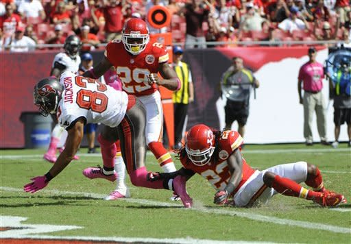 Buccaneers shut down Quinn-led Chiefs 38-10