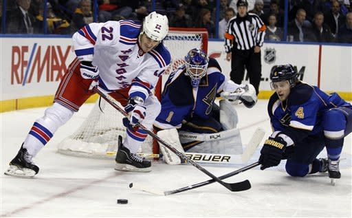 Elliott wins again, Blues beat Rangers