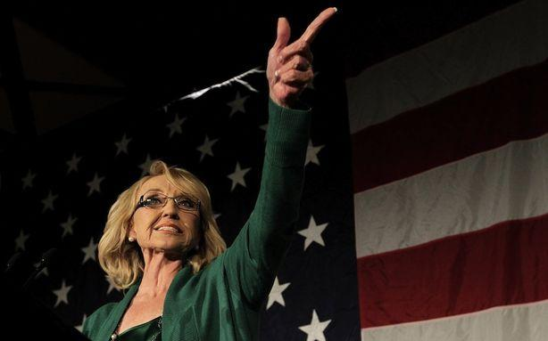 Jan Brewer Punched a Reporter When He Asked About Climate Change