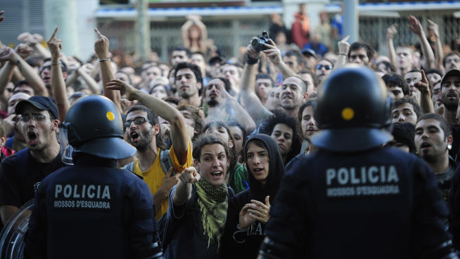 Protesters demonstrate outside the Ciudadela park in Barcelona, Spain, Wednesday, June 15, 2011.  Some thousands of mostly young people have set up around-the-clock protest camps in cities and town across Spain since May 15 to complain about the government's handling of the economic crisis and what they see as a corrupted political party system. (AP Photo/Manu Fernandez)