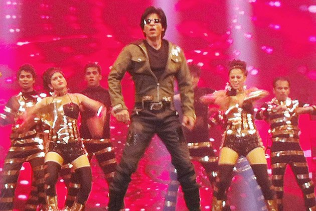 Jakarta grooves to SRK&amp;#39;s beats