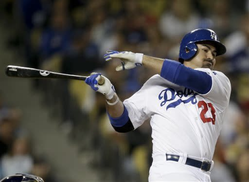Gonzalez's 2-run double lifts Dodgers over Brewers