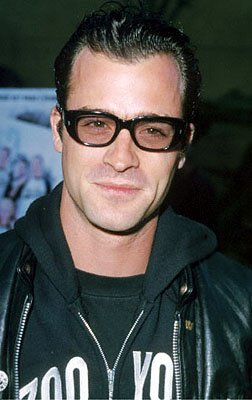 Premiere: Justin Theroux at the Egyptian Theatre premiere of Sony Pictures Classics' The Broken Hearts Club - 7/17/2000 