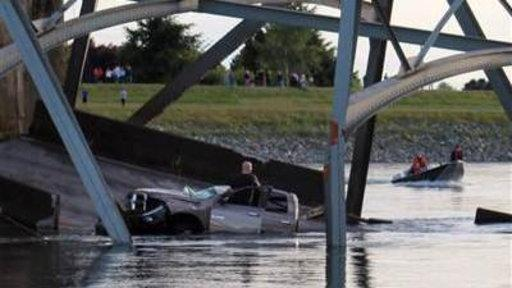 Wash. Bridge Collapses, 2 Vehicles Plunge Into River