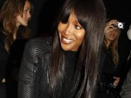 Naomi Campbell pimente son total look