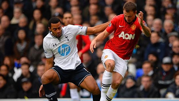 Mousa Dembele of Tottenham Hotspur and Jonny Evans of Manchester United battle for the ball (Getty Images)