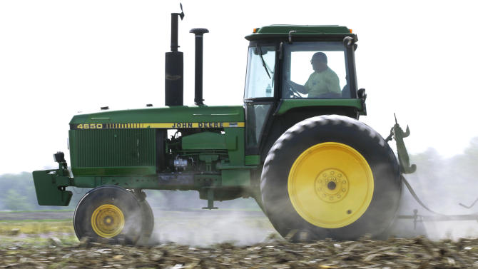Deere 3Q tops views, but 4Q sales worry investors