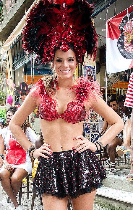 Bruna Marquezine também vira musa de Carnaval