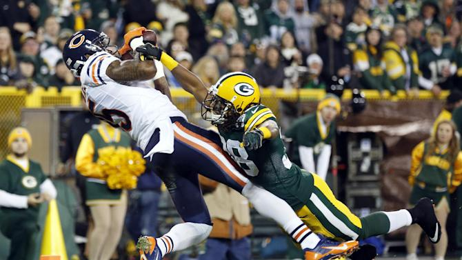 McCown delivers, Bears jump to tie for first place