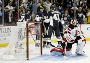 Crosby gets 3 points, Penguins beat Devils 5-1
