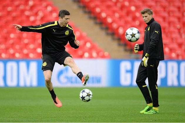 Borussia Dortmund's Polish striker Robert Lewandowski attends a training session at Wembley Stadium on May 24, 2013