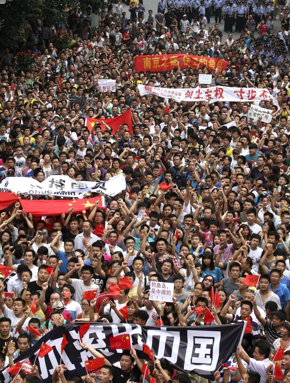 Anti-Japan protesters march in Chengdu, in southwestern China's Sichuan province, Sunday Aug. 19, 2012. Japanese activists swam ashore and raised flags Sunday on an island claimed by both Japan and China, fanning an escalating territorial dispute between the two Asian powers. (AP Photo)  CHINA OUT