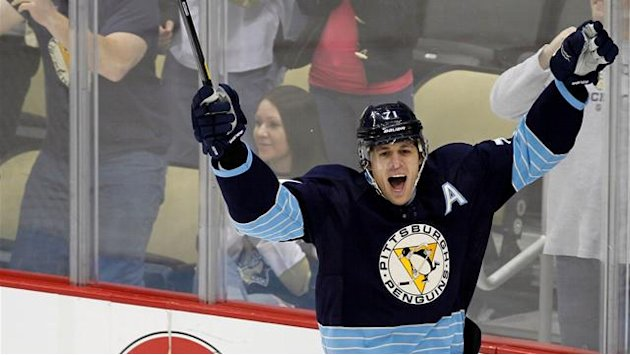 NHL - Penguins' Malkin sidelined after crashing into boards