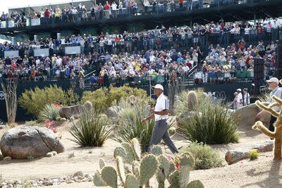 Tiger Woods booed at Phoenix Open, skulls sand shot into crowd on purpose?