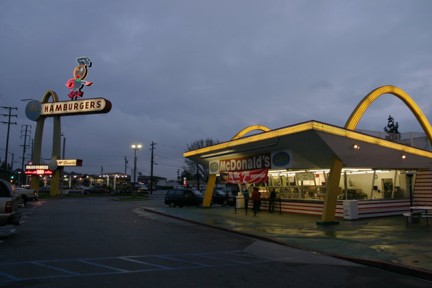 El McDonald's más antiguo de Estados Unidos, en Downey, California (Bryan Hong - Wikimedia Commons)