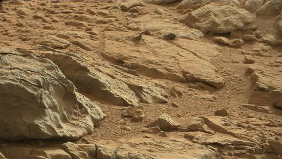 NASA's Curiosity Rover Finds Weird 'Hood Ornament' on Mars