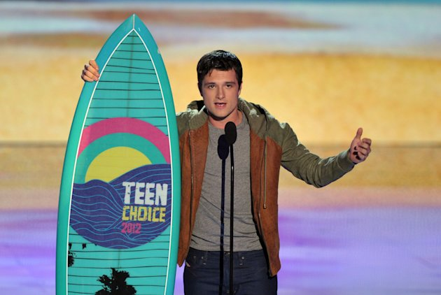 Josh Hutcherson accepts the&nbsp;&hellip;