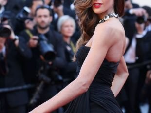 Cannes 2013 : Izabel Goulart, sex-appeal au maximum et fendu ravageur