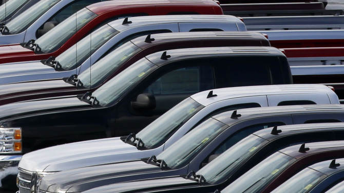 Shutdown slows _ but doesn't halt _ US car demand