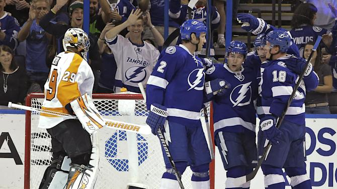 3-goal third helps Lightning beat Flyers 4-2