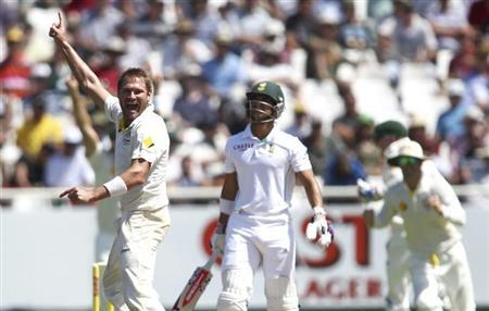 Australia's Ryan Harris celebrates taking the wicket of South Africa's JP Duminy (C) during the third day of the third test cricket match at Newlands Stadium in Cape Town, March 3, 2014. REUTE
