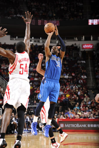 Mayo has 40, Mavs win in McHale's return